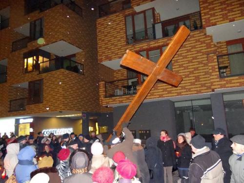 parafialna-droga-krzyzowa-2013-12