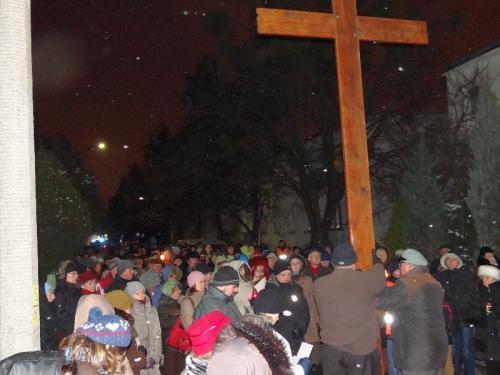 parafialna-droga-krzyzowa-2013-16