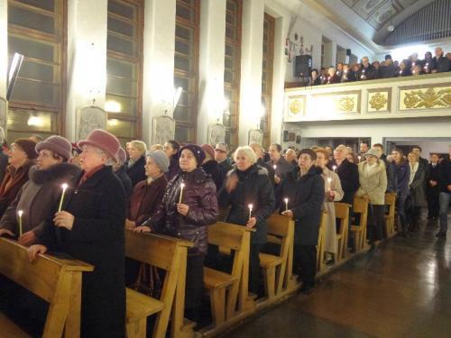 wigilia-paschalna-i-rezurekcja-2013-27