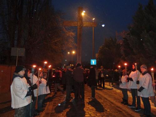 parafialna-droga-krzyzowa-2013-04