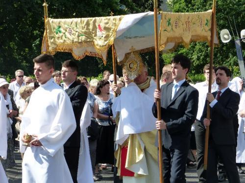 procesja-Bozego-Ciala-4.06.15-22